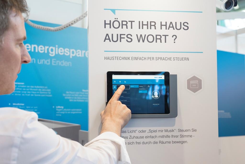 Bauherren Und Modernisierer Zog Es Am Wochenende Zur Messe HAUS|HOLZ|ENERGIE  Auf Das Stuttgarter Messegelände. Sie Informierten Sich Dort über Viele ...